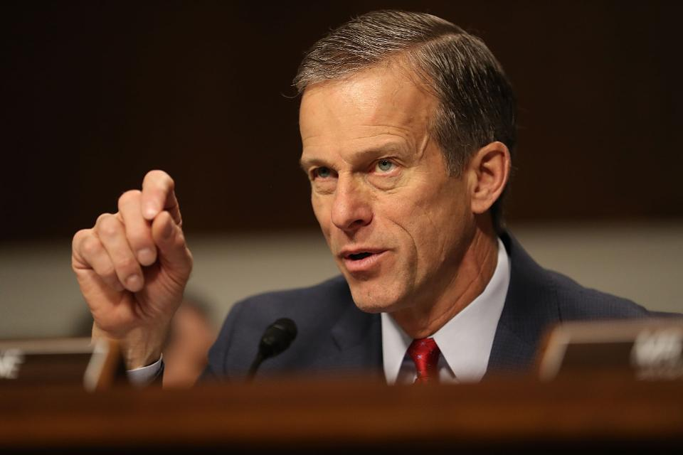 You John Thune asked for a question during Wilbur Ross's verification hearing.
